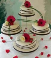 flowers on wedding cake safe are fresh cut flowers safe to use on wedding cakes 14348