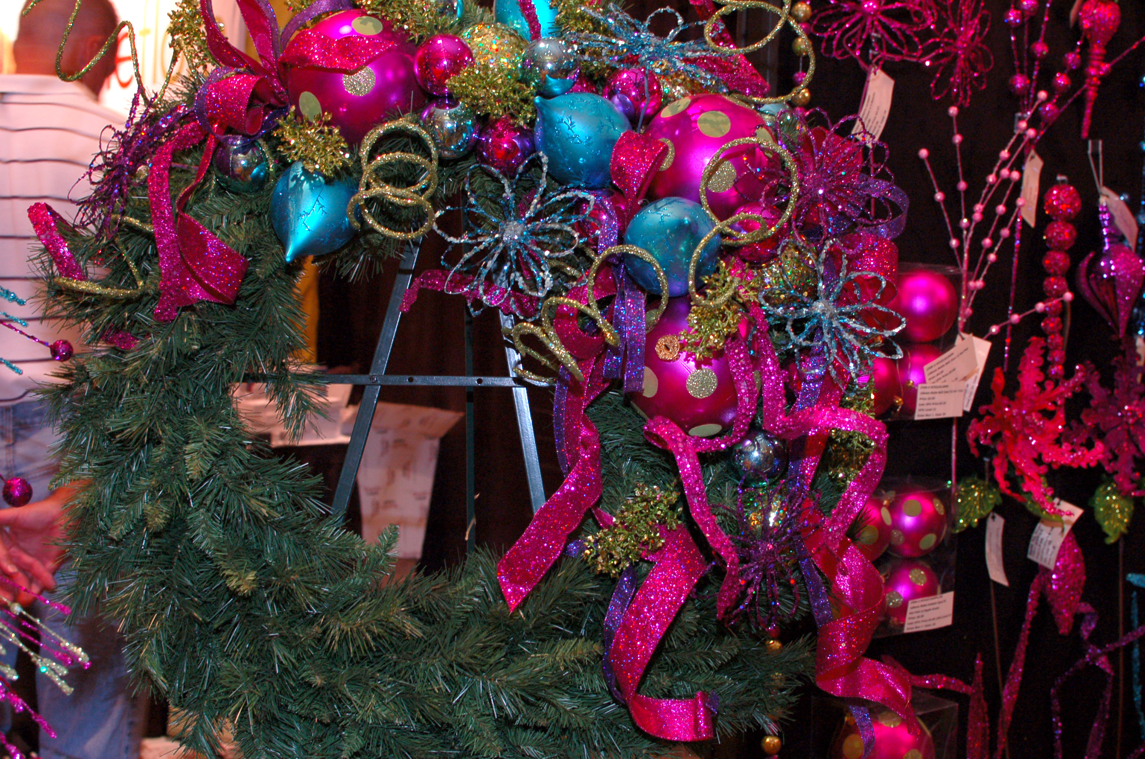 Glitz Glam Contemporary Christmas Wreath Ornaments