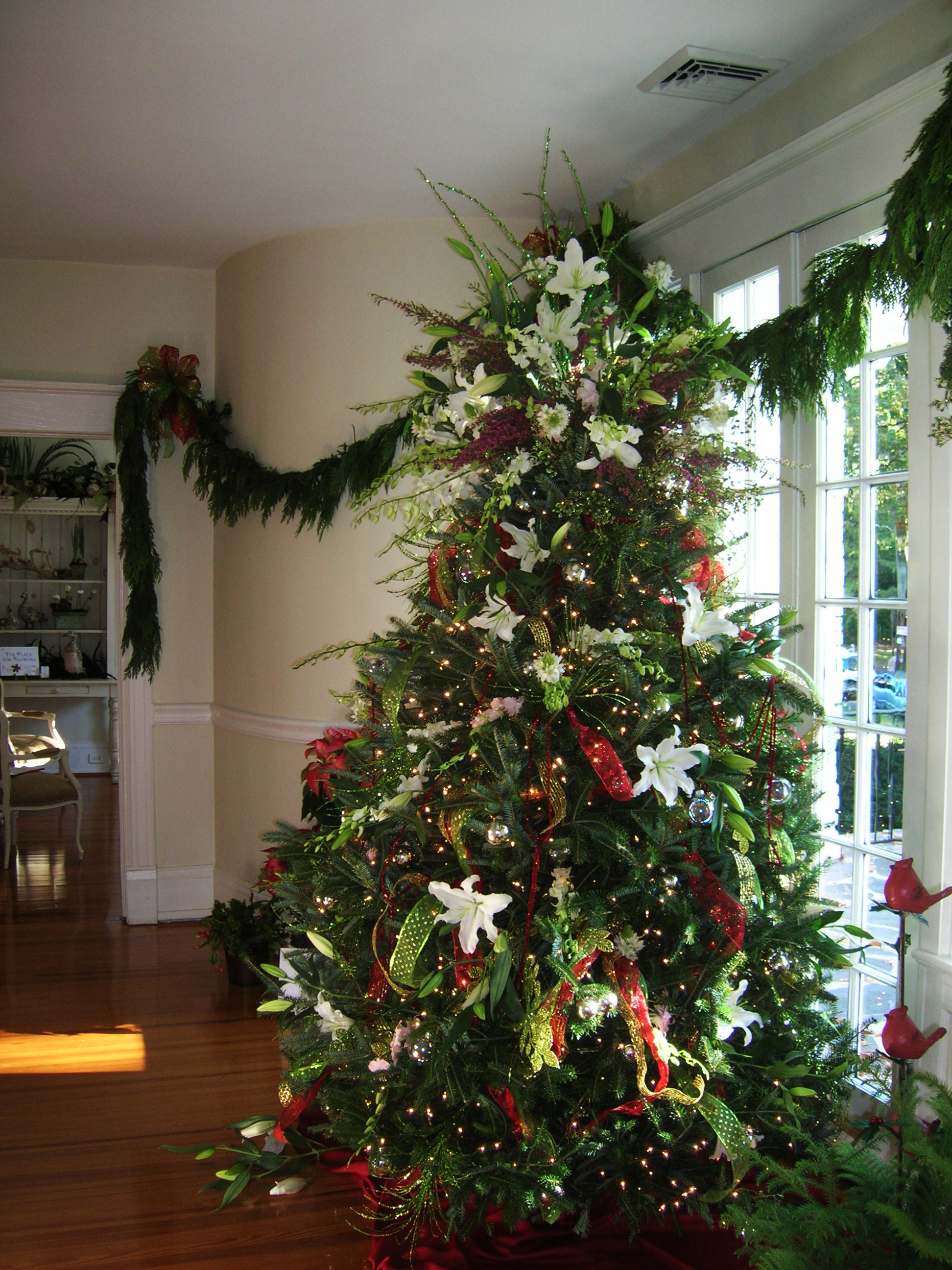 Natural Christmas Tree Decorations.Charlotte Florist Dazzles Christmas Parties With Fresh Flowers