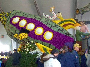 Rocket Ship on the Cal Poly Float at the 2011 Tournament of Roses