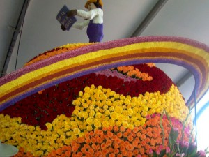 Spinning Saturn Rings On Cal Poly's Tournament of Roses Float