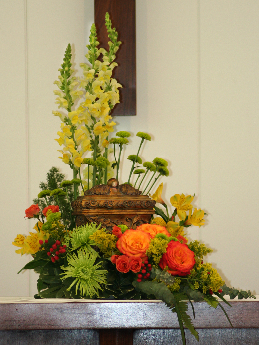 The importance of flowers for cremation urns cremation urn flowers izmirmasajfo Image collections