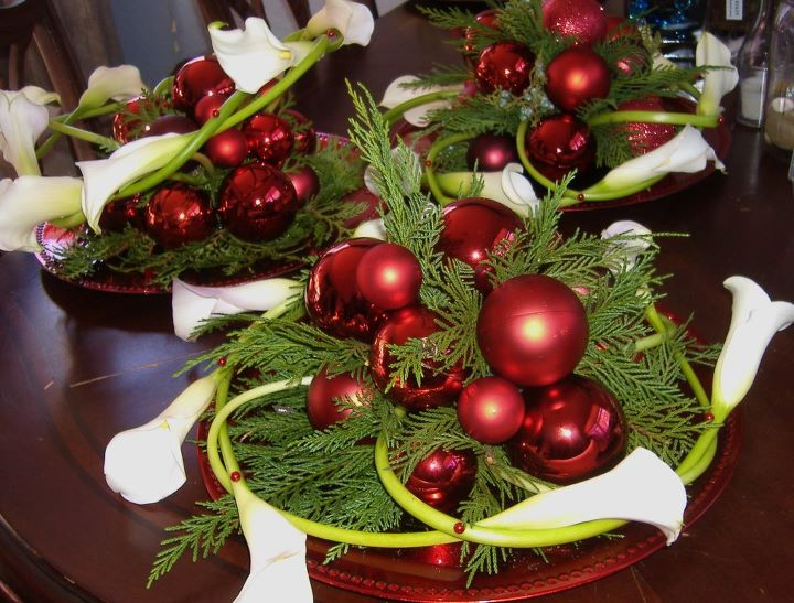 Calla Christmas Centerpieces With Red Ornaments