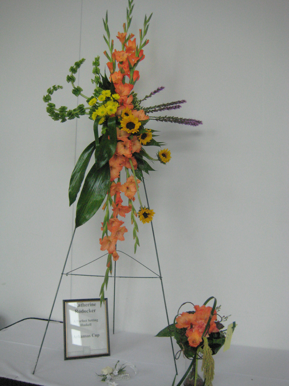 Fsn at the 2012 arkansas florist association convention arkansas cup entry by katherine rodocker of a perfect setting haskell arkansas dhlflorist Choice Image