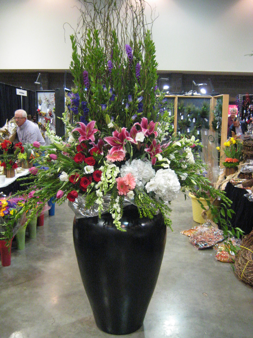Fsn at the 2012 arkansas florist association convention large floral display in the trade show by larry bates of the arrangement hot springs 2012 arkansas florist mightylinksfo