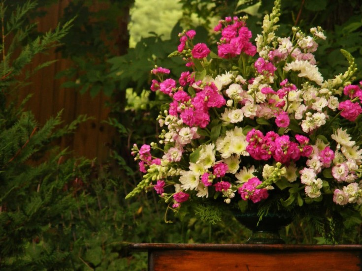Alter flowers by Charm's Floral of Asheville NC