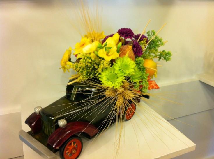 Fall flower design by Lady Bug Studio in Olds, Alberta CA