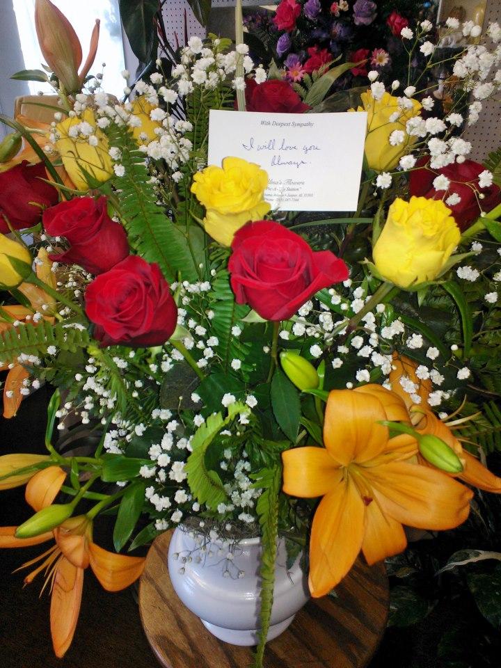 Rose flower arrangement by Wilma's Flowers, Jasper AL