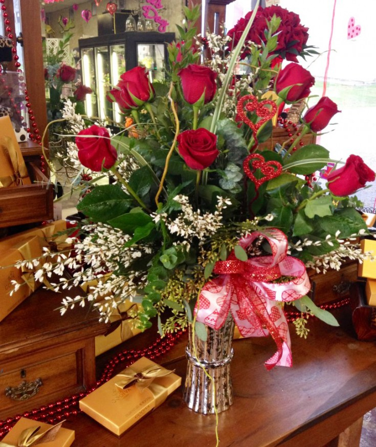 Romantic flower arrangement by Botanical Designs Florist, Baytown TX