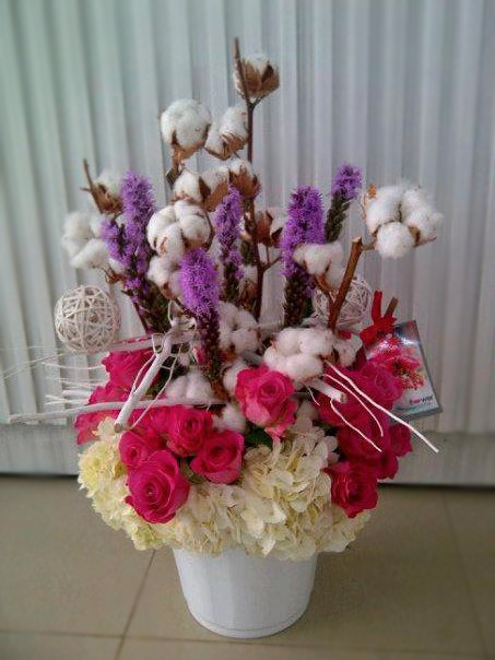 Flower arrangement with cotton by Julia Tadena in Abu Dhabi, UAE (One of our international florist friends.)