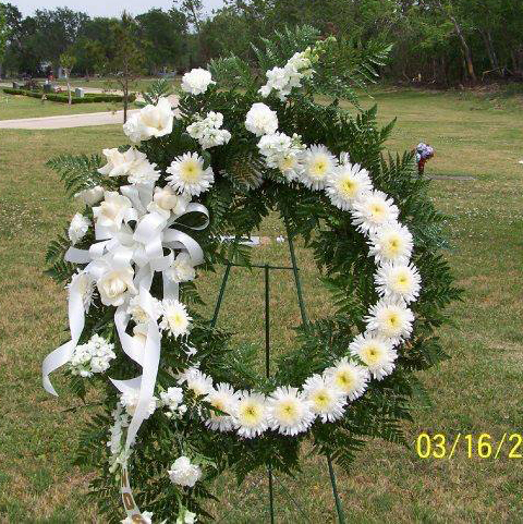 Circle sympathy spray by Cottage Flowers, Pasadena TX
