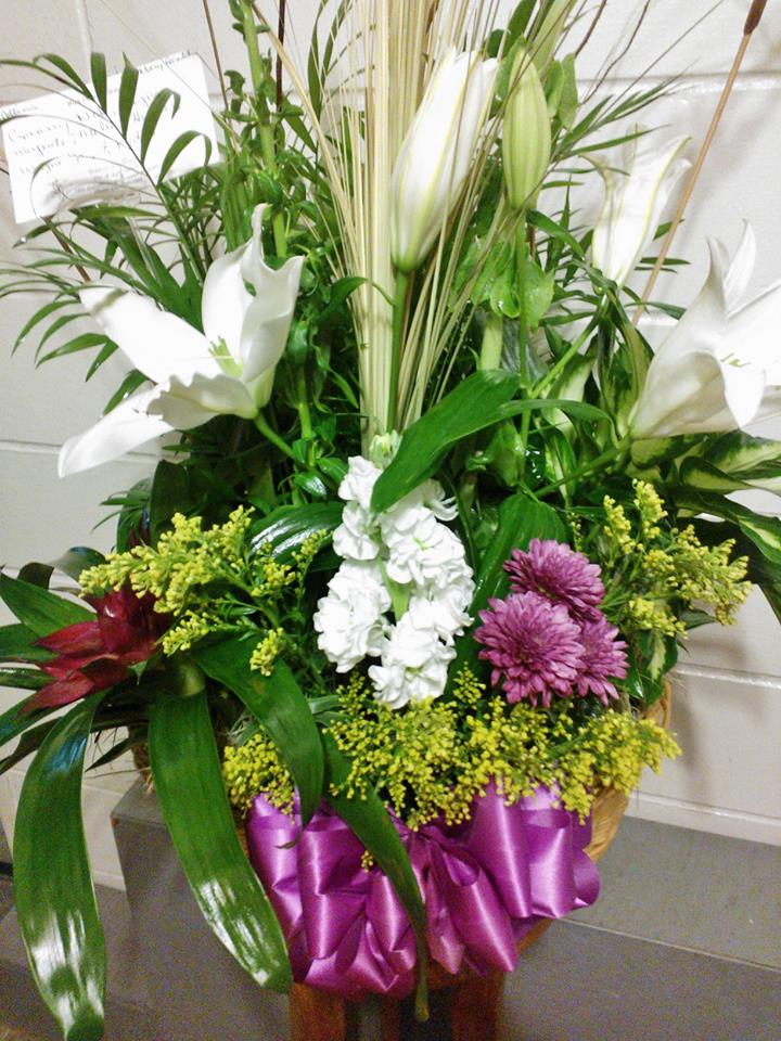 White Lily Arrangement By Wilma's Flowers