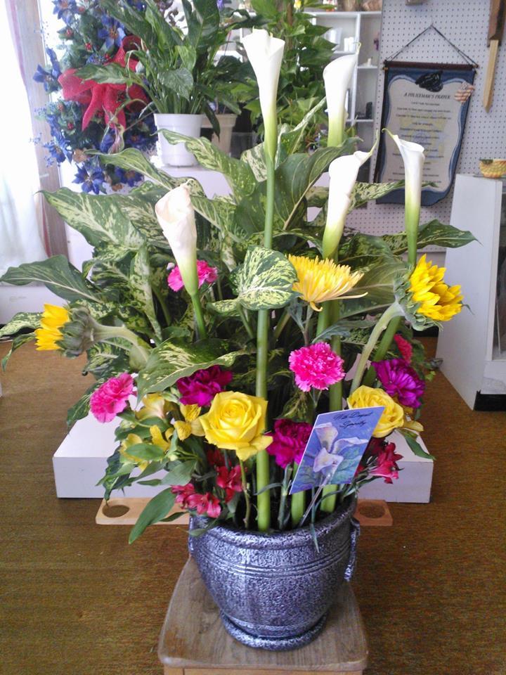 A beautiful arrangement by Wilma's Flowers in Jasper, AL
