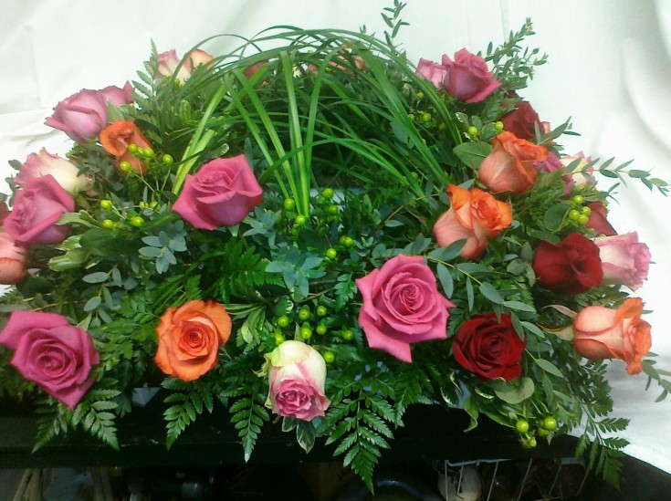 Roses With Woven Grass - Hobby Hill Florist