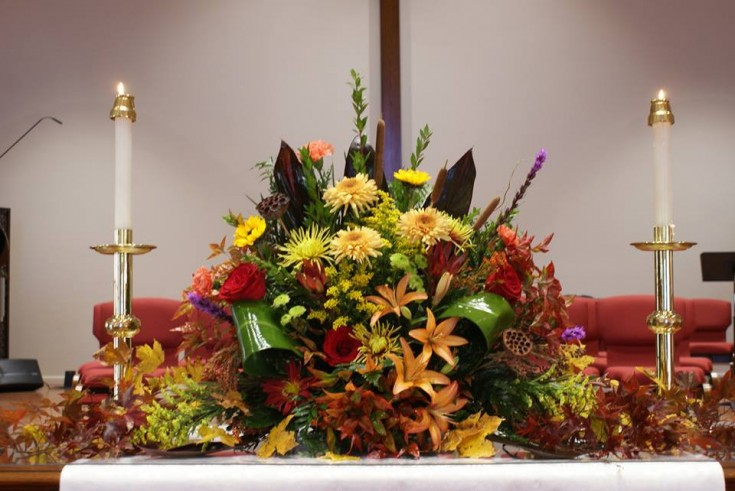 Beautiful memorial arrangement by Tammi Cribbs of Oran's Flowers Shop in Kingston, TN