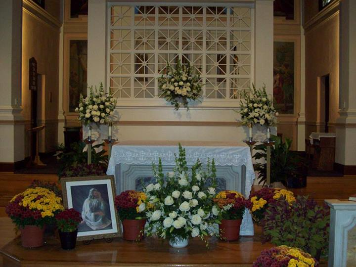 Alter decor by Com-Patt-ibles Floral Elegance, Wooster OH