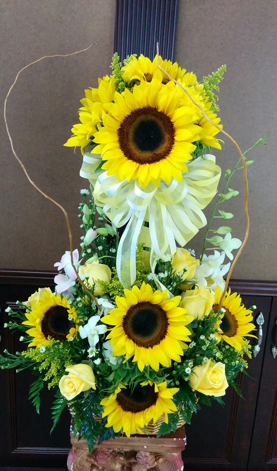 A magnificent arrangement from Fancy Flowers in Hialeah, FL