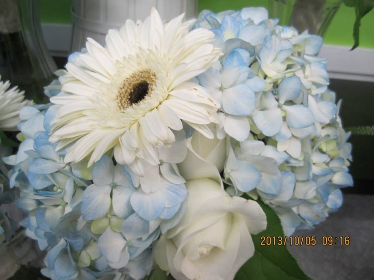 A beautiful bouquet from CR Flowers and Gifts in Bracebridge, ON