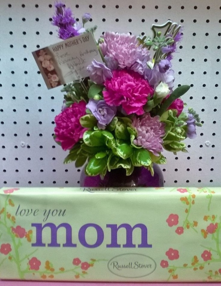 Showing Mom some love at Wilma's Flowers in Jasper, AL