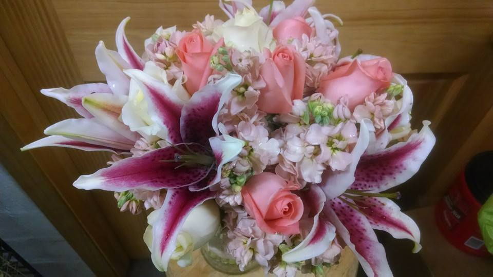 Friday florist recap 621 627 summer wedding wonder gorgeous bridal bouquet from mabel flowers in mabel mn junglespirit Gallery