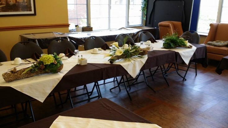 Head table delight with BlueShores Flowers & Gifts in Wasaga Beach, ON