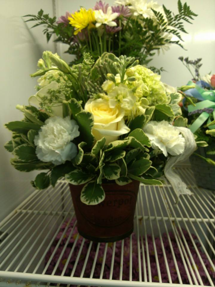 Some simply southern flowers from Oran's Flower Shop in Kingtson, TN
