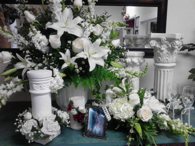 Elegant wedding display from Front Porch Creations Florist in Crawfordville, FL