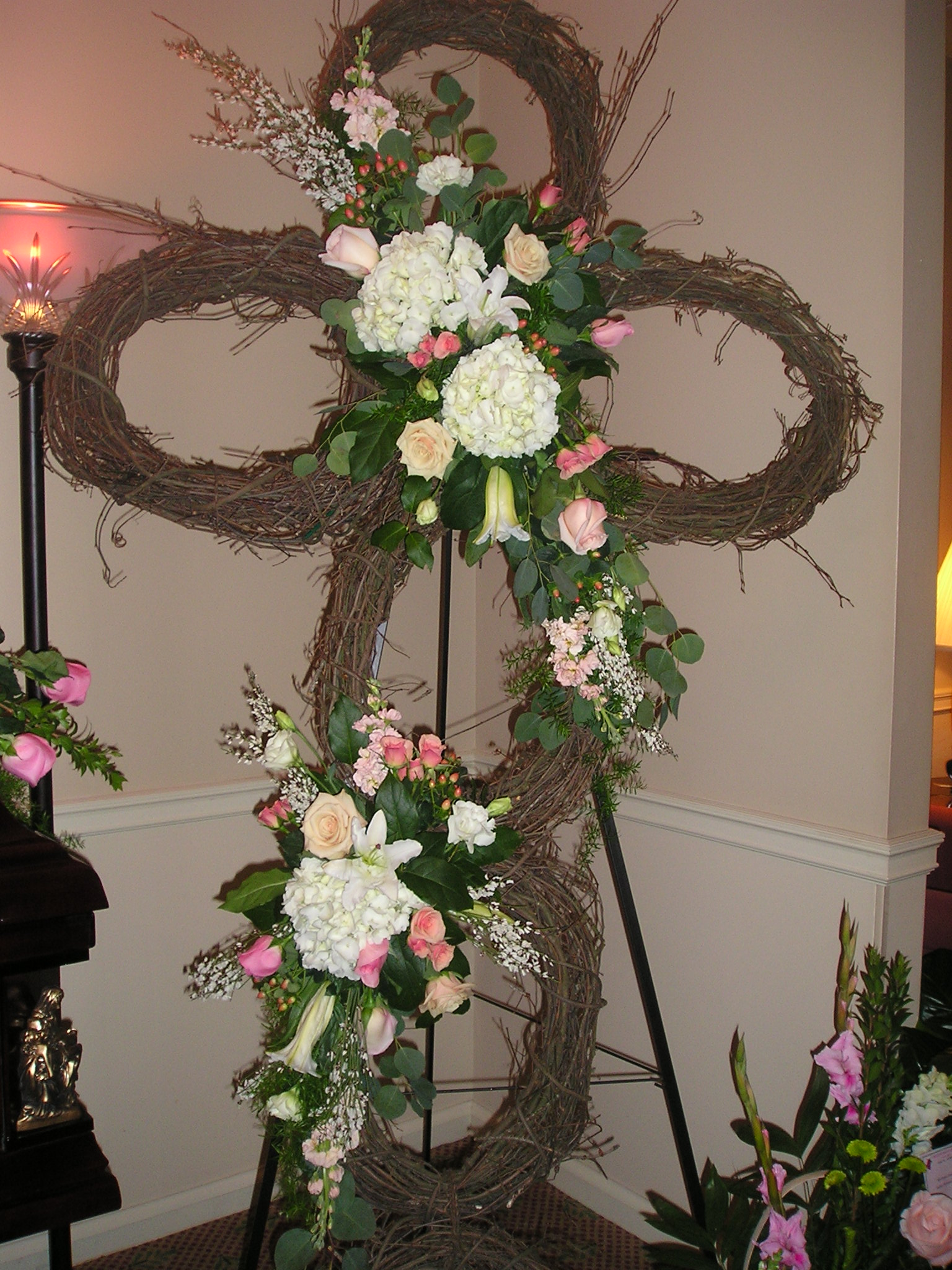 Creative custom funeral flower trends attached image 065g izmirmasajfo Image collections